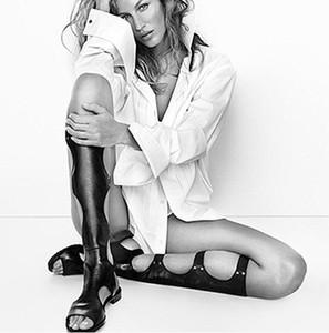 2017 Sandalet Kadınlar Serin Sandal Boots Roma Deri Diz Yüksek Çizmeler Kadınlar Flats Elastik Çizmeler Perçinler Sandalia Feminina