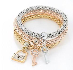 Bloqueo de llaves de palomitas de palomitas de palomitas de palomitas de palomitas de maíz tres en un juego de pulsera de cuerda estirada decorada de rhinestone de oro de oro / plata / rosa de oro
