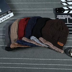 2017 Fashion Warmer Skullies Berretti Berretti invernali Cappello da donna Maglie da donna Maglieria Abbigliamento da uomo Sport da esterno Cappucci caldi
