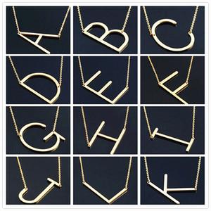 Moda de las mujeres de lado personalizado A-Z letra nombre inicial chapado en plata chapado en acero inoxidable collar de acero inoxidable para las mujeres mejor regalo