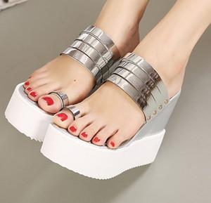 Toptancı ücretsiz kargo fabrika fiyat kama topuk metal düğme artış yüksekliği platformu kadın ayakkabı sandalet 142