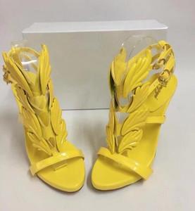 2017 Venda Quente Asas De Metal Douradas Folha Com Tiras Vestido Sandália amarelo rosa Gladiador Sapatos de Salto Alto Mulheres Sandálias Aladas Metálicas