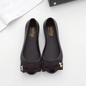 nouvelles chaussures de plage de trou trou sandales bouche de poisson farceur 2020, chaussures belle gelée plat plat avec des sandales femmes bowknot, une variété de couleurs