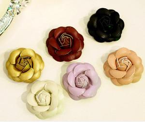 9 colores calientes DIY joyería 240 unids / lote flores de cuero Zapatos y bolsos de camelia accesorios de belleza Paquete de material de bricolaje en forma de carcasa de teléfono móvil