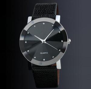 Großhandel 800pcs / lot mischen 2 Farben Diamant Form Leder Uhr Freizeit Liebhaber Uhr WR032