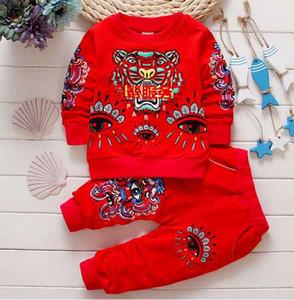 3 colores 2017 Nuevo otoño Conjuntos de ropa para bebé Trajes de 2 piezas aptos para 0-4 años Camisa de bebé con cuello redondo + Pantalones 100% algodón Bebé niños niñas Chándales 6 set / DD