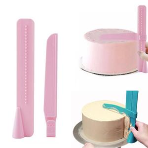 Plastik Kek Pürüzsüz Aracı Kenarları Ayarlanabilir Kazıyıcı Fondan Krem Sugarcraft Spatula DIY Noel Pişirme Düğün Araçları