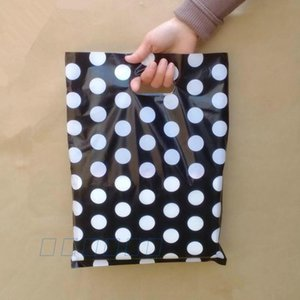 Venta al por mayor White Round Dots Black Plastic Bag 25x35cm, 100pcs / lot Shopping Jewelry Packaging Plastic Gift Bags With Handle