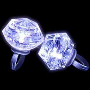 Flashing LED Light Up Anel Brilho No Escuro Flash Piscando Enorme Forma de Diamante Anéis Hen Aniversário Xmas Wedding Party Favors adultos crianças presente