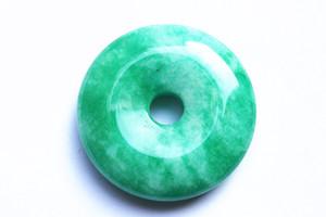 Pendentifs en jade de couleur naturelle taillés à la main à 100%, bouton de la paix. Pendentif.
