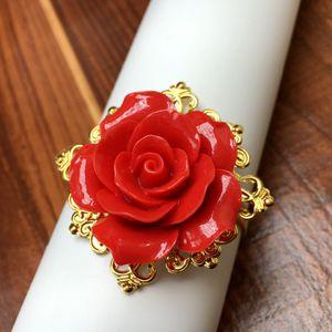 Toptan-50pieces Red Rose Çiçek Dekor Altın Peçete Halka Tutucu çemberler Romantik Güzel seyir Ayıklaması Parti Masa Dekorasyon
