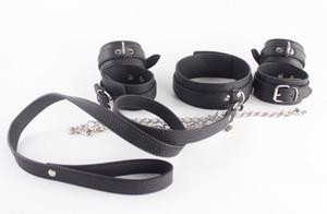 New Bondage Gear Set Halsband mit verketteten Handfesseln Knöchelmanschette Schwarz PU Leder BDSM Fetisch Sex Play Spielzeug