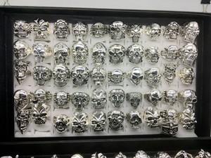 Atacado 50 pçs / lote Gótico Grande Crânio Anel Bohemian Vintage Punk Antique Silver Mix Estilo Mens Moda Jóias Anel De Esqueleto Tamanho 20 MM-22 MM