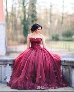 2017 새로운 Burgundy Strapless 공 가운 공주 Quinceanera 드레스 레이스 Bodice 바스크 허리 등을 맞댄 긴 prom 가운