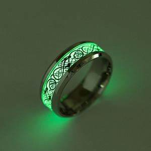 Bagliore nel buio Anello totem drago intagliato pezzo totem Anello fluorescente in acciaio inossidabile per manwomen Sfilata di gioielli alla moda