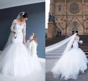 Abiti da sposa a sirena manica lunga grazioso 2017 con scollo a V pizzo francese con applicazioni Vestido De Novia Court Tires treno Tulle abiti da sposa
