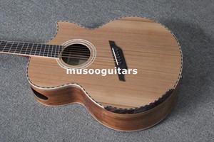 케이스와 함께 단단한 나무의 어쿠스틱 기타를 장식 한 맞춤 로고