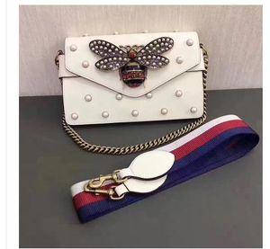 Nuevo estilo de la marca de moda de moda más nuevo diseño abeja perla adornada falpa de piel de becerro bolsos de cuero genuino Bolsos de hombro Sobre bolsa