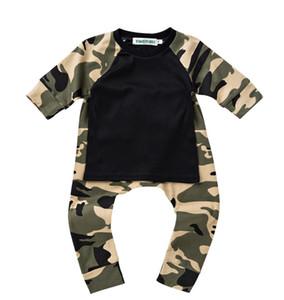 2017 nuevo 3 unids traje lindo 2 unids = una camisa + un pantalón bebé mamelucos bebé traje de casa de algodón cómodo seguro para el bebé