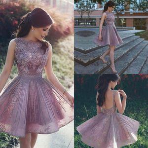 Günstige elegante kurze homecoming-Kleider Perlen Eine Linie Spitze Appliqued Sweet 16 Prom Kleider Sexy Backless Partykleid