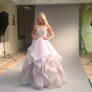 Robe de mariée classique A-Line Robe de mariée Halter Col Backing Perles Top Jupe en organza Cascades Volants Violet Robe de robe de mariée pourpre