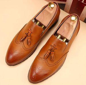2017 estilo Britânico Primavera Verão Genuíno Couro Sapatos Masculinos Brogue Esculpido Lace-Up Bullock Homens De Negócios Oxfords Sapatos Homens Sapatos Vestido Retro