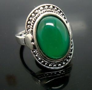 Commercio all'ingrosso 20 pz / lotto Fashion Green Stone Big Tibet argento placcato Anelli Donne / Uomini Hotsale Solitaire Anello Jewellry prezzo basso