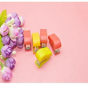 Mini Manuel Öğrenci Zımbalar Taze Şeker Renk Zımba Set Renk Zımba Kağıt Ciltleme Ofis Aksesuarları Okul Malzemeleri 77