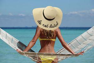 2019 Womens Wide Brim 자수 밀짚 모자 비치 캡 Foldable Sun Hats 6 색 무료 배송