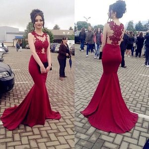 Eleganti Sheer Red Prom Dresses Progettato Mermaid Jewel Neck Sexy Backless Appliqued Long Evening Party Gowns Celebrity