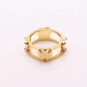 Bijoux en gros lettres de commerce T amour 18K bague en or rose percé bague en forme de coeur couple anneau