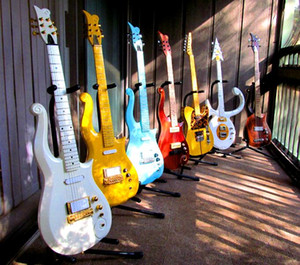 Multi Color Disponible en stock Diamond Series-Prince-Cloud Guitare électrique Corps en aulne, manche en érable, Amour Symbole Inlay, Wrap Arround cordier
