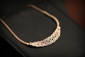 Oro Plata de lujo de lujo 8 palabra giro Brillante Rhinestone Cadena de clavícula corta Cristal Declaración Collares Colgantes Mujeres
