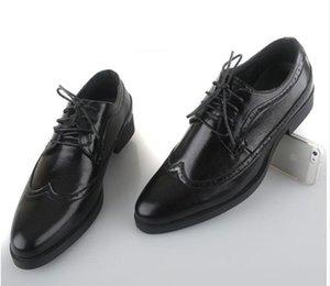 NUEVO clásico 2017 de los hombres de cuero con cordones de oro zapatos de moda de ocio de negocios boda novio transpirable zapatos para hombre zapatos de vestir negro