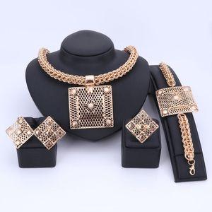 OUHE Luxus Big Dubai Gold Farbe Schmuck Sets Mode Nigerianischen Hochzeits Afrikanische Perlen Kostüm Halskette Armreif Ohrring