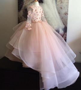 Geschichtete Rüschen Kinder Formelle Kleidung Kleider Mädchen Festzug Kleider Erröten Rosa Blumenmädchenkleider Lange Ärmel mit Handgemachten Blumen