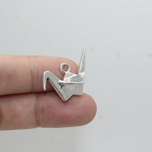 20pcs - 17x28x13mm Antique prata origami guindaste encantos pingente