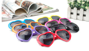 Moda Love Heart Shape Multicolor Occhiali da sole Plastic Party Glasses Frame UV400 Cheap Occhiali da sole 13 colori
