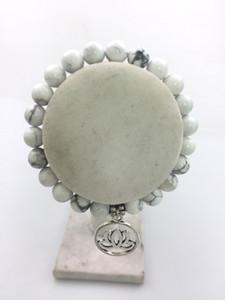 mxr0286 Pulseras de moda 8 MM blanco Howlite pulsera blanco Howlite cuentas de yoga Hollow Lotus colgante mala pulsera de cuentas Lotus pulseras