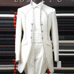 2020 Beyaz Adam Takım Elbise Şal Yaka Üç Düğme Papyon Sağdıç Smokin Erkekler Düğün Güzel Suits
