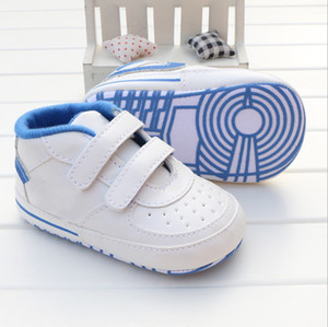 Scarpe da culla per bambini a strisce a forma di neonato