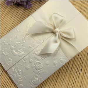 Eco-Friendly Invitaciones de la boda del corte del laser invitaciones invitaciones de la boda Establece en blanco de la etiqueta engomada plegable 4.37x6.7inch Tamaño