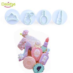 Delidge 4 pezzi / set Corona Specchio per profumi Rossetto Forme Stampo per biscotti Tovagliette in plastica a forma di biscotto Taglierine a tuffatore Stampi per dolci
