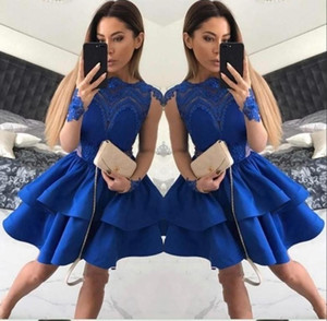 2017 Breve Royal Blue Abiti da cocktail Jewel Neck Illusion Sheer Maniche lunghe Hollow Back tiered Ruffles Sweet 16 Abito da cerimonia di ballo Prom Dress