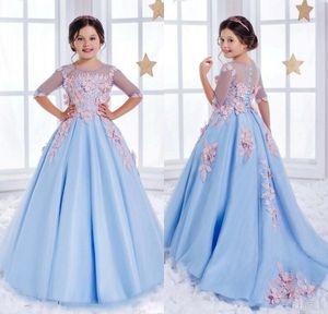 Dolly Tulle Pageant Ball Gown Mezze maniche Blu chiaro aperto indietro Splendida cappella Scoop Train Flower Girl Abiti per matrimoni