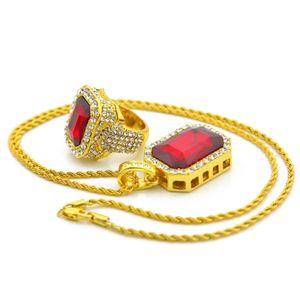 مجموعة مجوهرات الهيب هوب للرجال لون ذهبي مثلج خارج حجر الراين ساحة خواتم كريستال مع قلادة كريستال قلادة حمراء مجموعة 2PCS