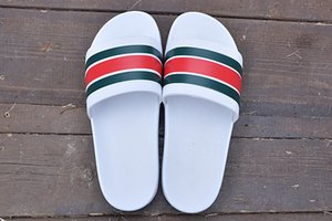2019 Yeni Tasarımcı terlik Dişli dipleri mens slayt çizgili sandalet nedensel kaymaz yaz terlik çevirme terlik terlik