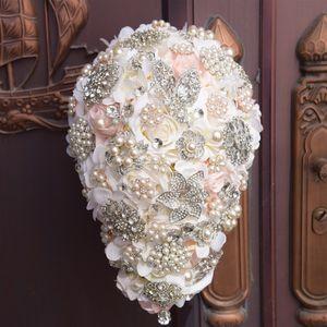 2019 Mariage De Luxe Bouquet De Mariée Goutte D'eau Fleurs Peals Cristal Strass 3D Rose Mariée Tenant Broche Fiançailles Fleurs De Mariage