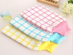 100pcs / lot New 25 * 15 cm Lattice Gants de serviette de bain épais gants frottant la serviette de bain de boue couleur aléatoire