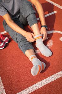 Голеностопный Мужчина Носки Высокого качество Профессиональных Удобной Эластичность дышащего Trekking езда Велосипед Мужских носки Мода 5 Цвет Свободного размера